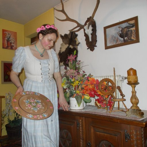 Liliane Scharf -Fotoshooting im Trachtenkleid